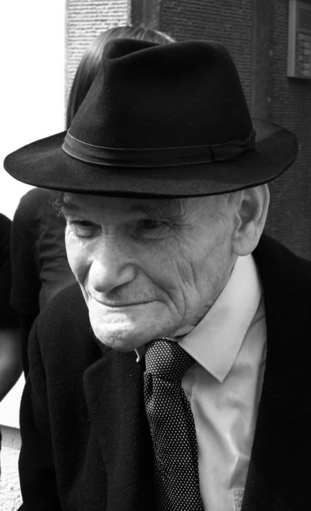William Wolff mit dunklem Hut und Anzug, 2009