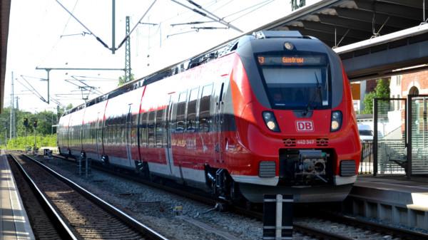 S-Bahn im Hauptbahnhof Rostock