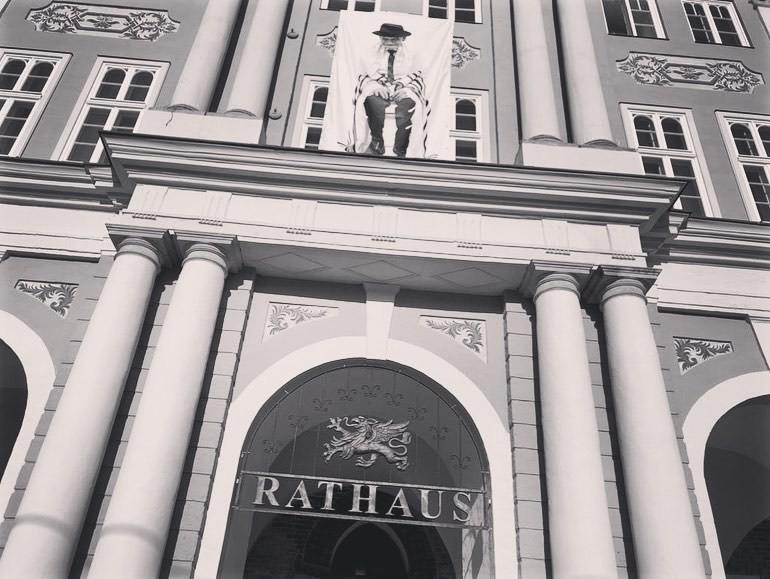 Rathaus Banner William Wolff